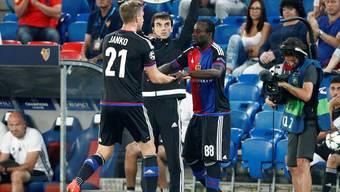 Seydou Doumbia und Marc Janko – für beide gehören Ein- oder Auswechslungen beim FC Basel zur Gewohnheit.