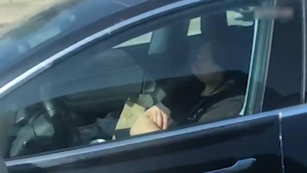 Der schlafende Tesla-Fahrer