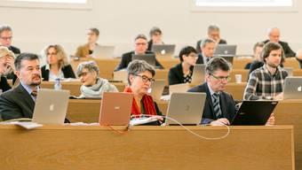 Blick in den Grossen Rat während einer Debatte. (Archiv)