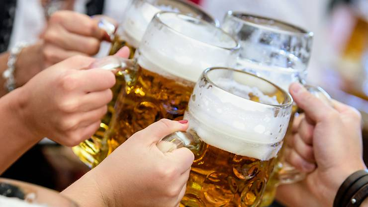 """Der Kopf tut weh, die Füsse stinken, höchste Zeit ein Bier zu trinken: Am 24. April wird der """"Tag des Biers"""" gefeiert. (Archivbild)"""