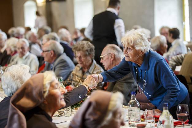 Die älteste Einwohnerin der Stadt ist 100 Jahre alt.