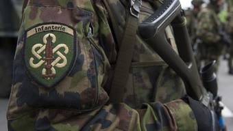 Die Schweizer Armee rüstet sich für einen längerfristigen Einsatz an der Grenze.