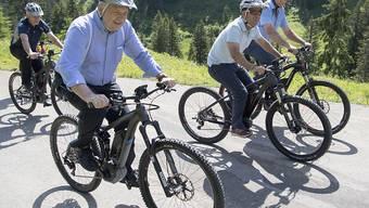 Auch der Bundesrat ist mit dem E-Bike unterwegs: Hier beim Bundesratsausflug im vergangenen Juli.