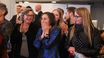 Heidi Mück (Mitte) kann es kaum fassen: Sie verliert zwar die Wahl, schneidet aber trotzdem gut ab.
