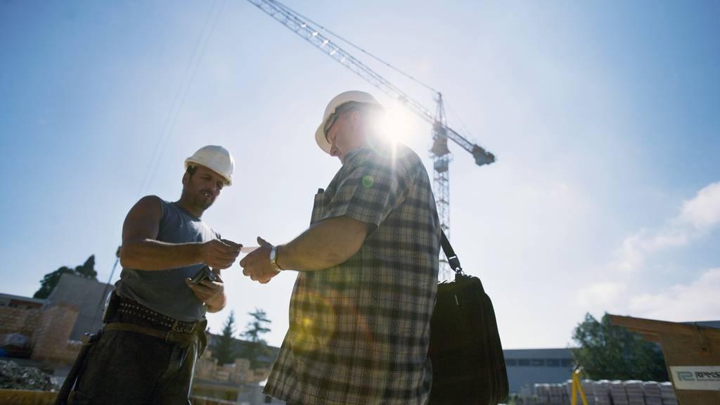 Lohndumping: Unternehmen sollen ihre Mitarbeitenden Informieren müssen