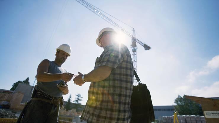 Werden Mindestlöhne nicht eingehalten – etwa auf Baustellen – sollen Arbeiter betroffener Betriebe dies erfahren, findet die Ständeratskommission.