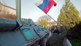 Pro-russische Milizen auf der Krim Ende März (Archiv)