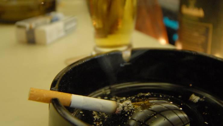 Nichtraucher-Auflagen: Im Mai auch im Aargau. (Walter Schwager)