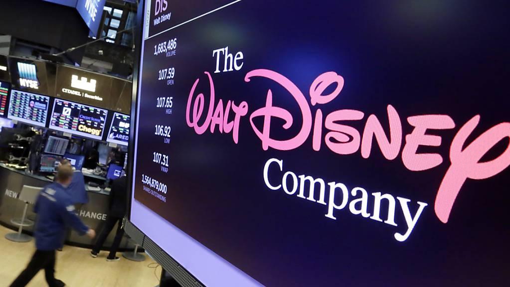 Das Walt Disney Co. Logo ist in der New York Stock Exchange auf einem Bildschirm zu sehen. Der US-Unterhaltungsriese Disney hat Dutzende neue Serien und Kinofilme angekündigt.