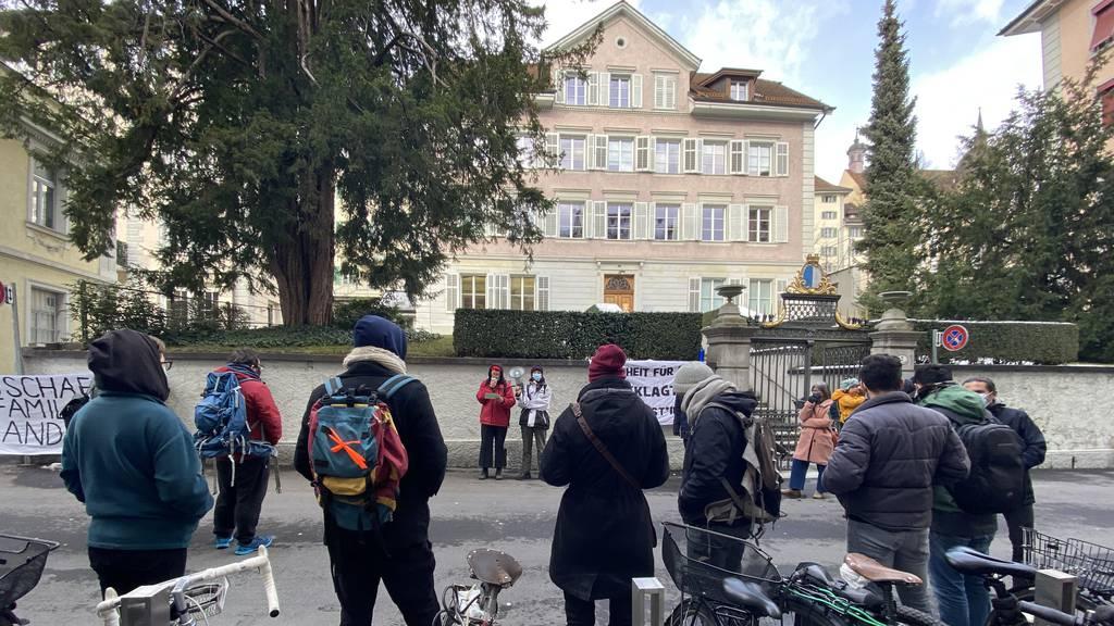 Demonstration gegen Ausschaffung vor Bezirksgericht Luzern