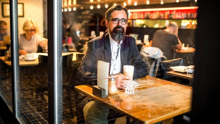 Aus Jerusalem zügelte Dieter Wicki in die Aarauer Altstadt. Heute wohnt er im Gönhard, kommt aber gerne für einen Kaffee in die «Tuchlaube».