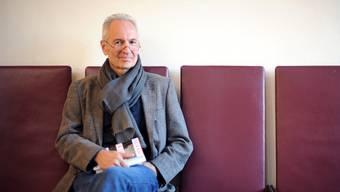 Der Gewinner des Deutschen Buchpreises Eugen Ruge lässt seinen Roman nicht aus den Händen