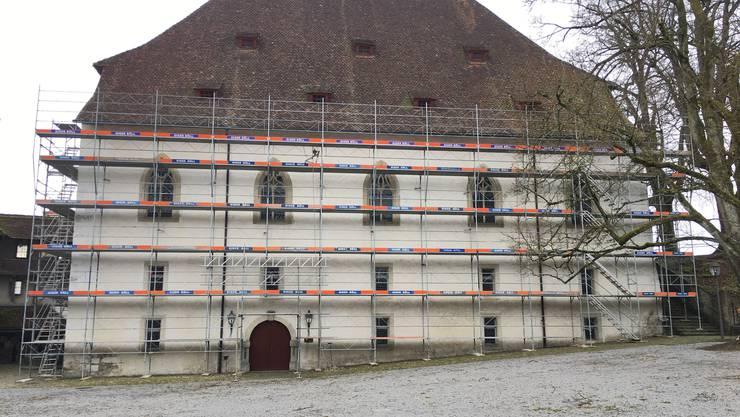 So sah das Ritterhaus vor der Blache aus. Die Fassade muss saniert werden.