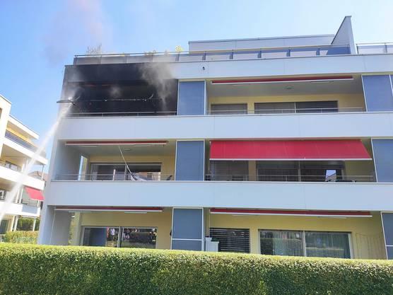 Oftringen AG 31. Juli: Unsachgemäss entsorgte Raucherwaren sorgten für einen Balkonbrand in Oftringen. Verletzt wurde niemand.