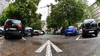 Auf den weissen Parkplätzen muss keine Gebühr bezahlt werden. (Archiv)