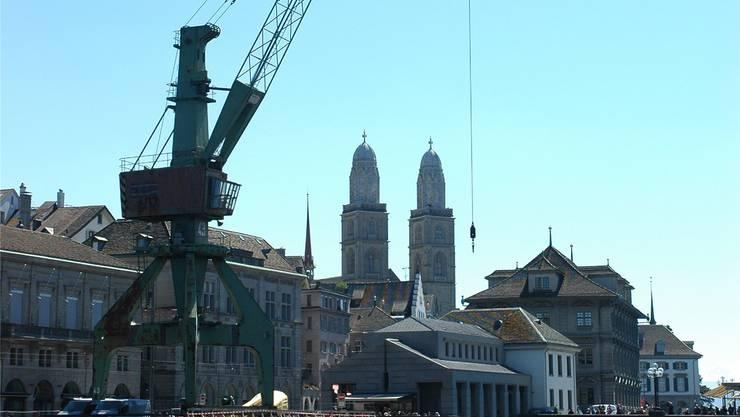 Da stand er noch: Der Zürcher Hafenkran, der noch immer umstritten ist.Archivbild/mts