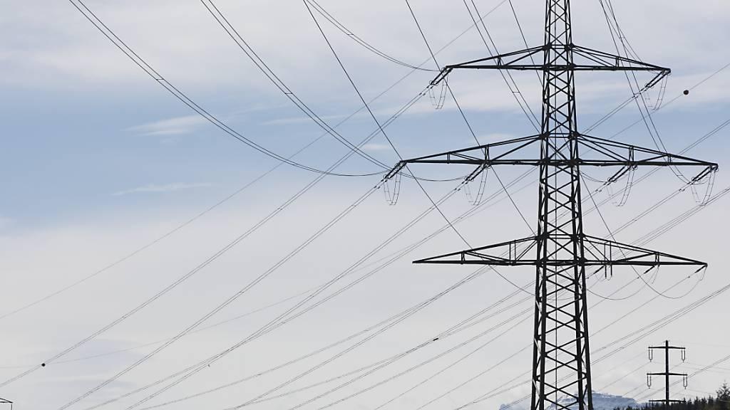 Das Elektrizitätswerk des Kantons Schaffhausen (EKS) senkt seine Strompreise. (Symbolbild)