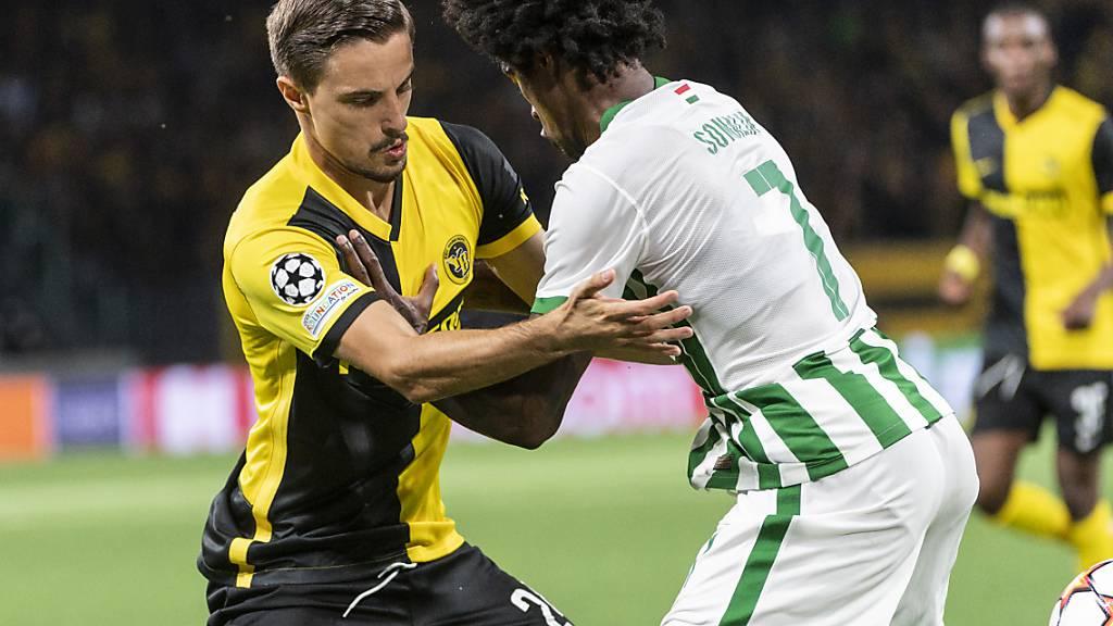 Das Hinspiel in Bern war hart umkämpft. Hier YBs Quentin Maceiras gegen Ferencvaros' Wergiton Somalia