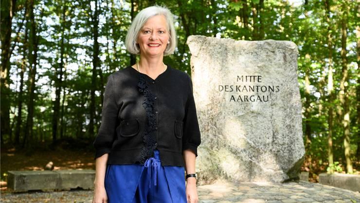 Doris Aebi am Mittelpunkt des Kantons – politisch steht sie, wie auf dem Bild, wohl etwas links davon. Bild: Alex Spichale