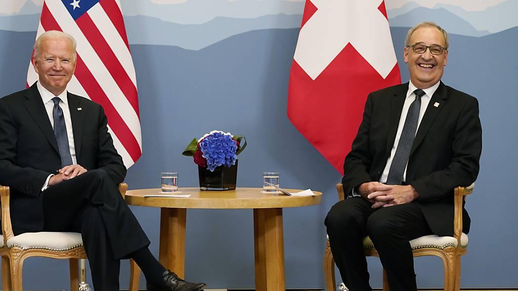 US-Präsident Joe Biden und Bundespräsident Guy Parmelin vor dem Treffen der beiden Delegationen im Hotel Intercontinental.