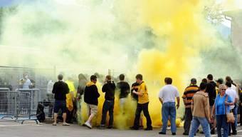 YB-Fans versuchen, das Stadion in Bellinzona zu stürmen.