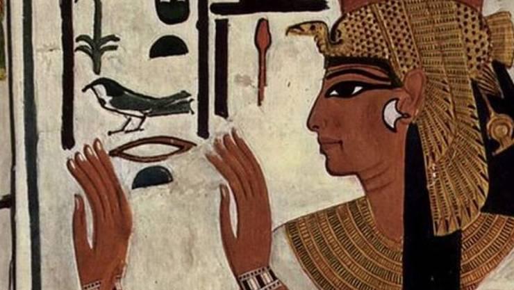 Darstellung der Königsgemahlin Nefertari auf einer Wandmalerei in ihrem Felsengrab.