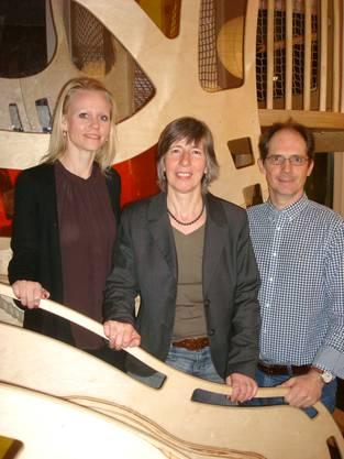 Lilian Studer, Helen Suter und Fredi Bärtschi vor der Kletterburg im Karrusell.