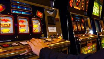 Beizbesitzer stellte Spielautomaten auf und muss nun mit einer Geldstrafe über mehrere tausend Franken einbüssen. (Symbolbild)