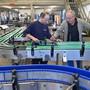 Seit 50 Jahren stellt die Paxona AG in Wolfwil Transportsysteme für namhafte Getränkehersteller wie Rivella oder Feldschlösschen her. Bruno Kissling