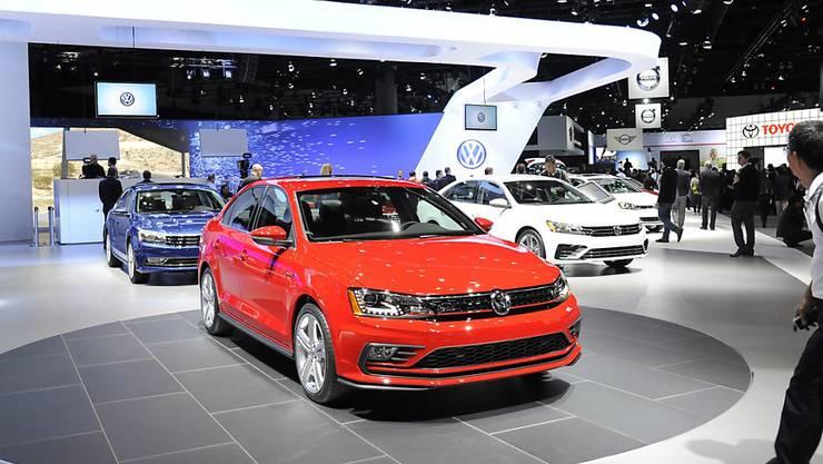 Ein Volkswagenmodell bei der laufenden US-Autoshow in Kalifornien. Der deutsche Autokonzern  hat in den USA einen Rückrufplan für die vom Abgas-Skandal betroffenen VW-Modelle vorgelegt.