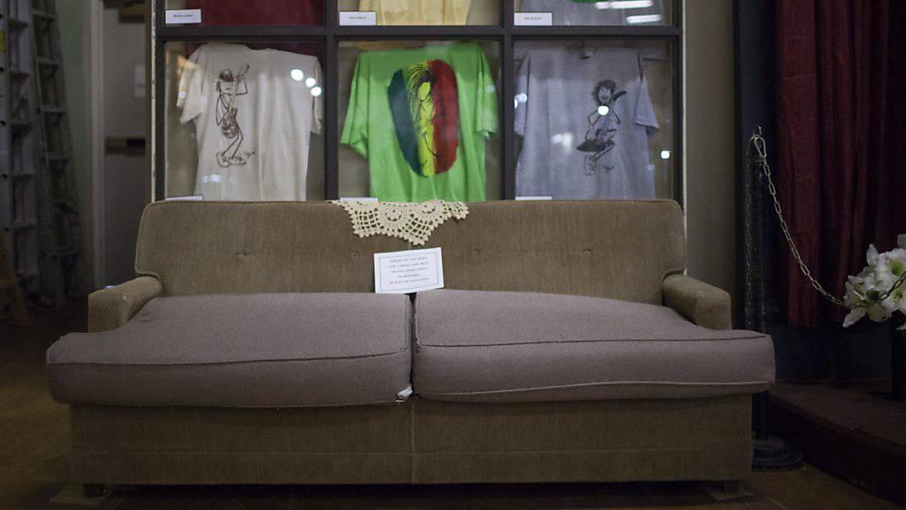 Ein Sofa, vollgestopft mit Dollarnoten: Diesen Fund machten ein Mann und seine Tochter in den USA, als sie in einem Second-Hand-Laden ein gebrauchtes Sitzmöbel erstanden. Die glücklichen Finder zeigten sich grosszügig und gaben das Sofa der ursprünglichen Besitzerin zurück. (Symbolbild)