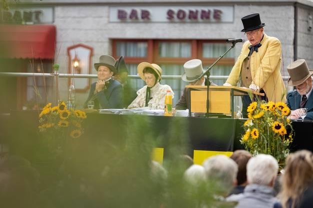 Anlässlich der Feierlichkeiten 200 Jahre Gemeinde Ennetbaden wurde die Gemeindeversammlung auf dem Postplatz wie eine Landsgemeinde veranstaltet. Die Gemeinderäte erschienen in historischen Kostümen. Aufgenommen am 6. Juni 2019 in Ennetbaden.