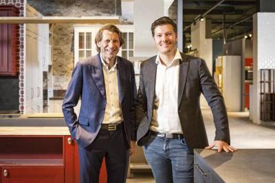 Geschäftsführer sind Meinrad Fleischmann (blaues Sacko) und Christian Kobler (jung, schwarzes Sacko).