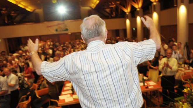 Christoph Blocher wird die Geister nicht mehr los, die er rief. Foto: Keystone