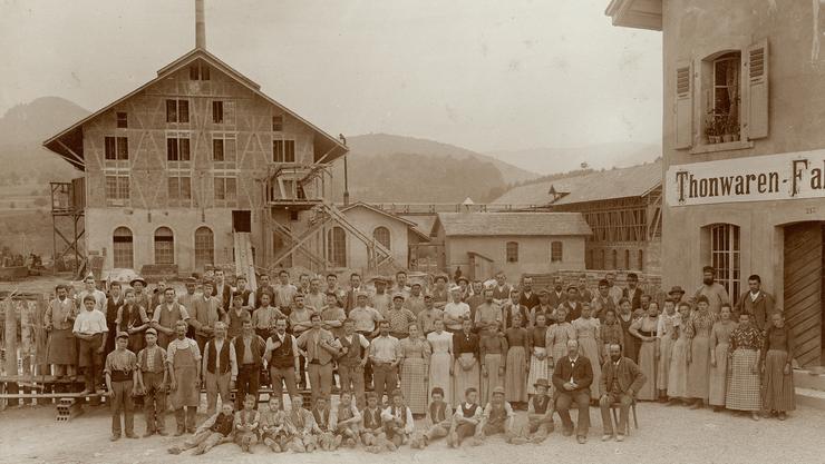 Die Angestellten der Tonwarenfabrik Laufen gehörten 1919 zu den ersten Versicherten der Krankenkasse des Birstals.