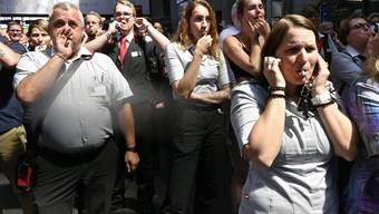 Ausdruck der Vertrauenskrise: Pfeifkonzert während einer Schweigeminute für den tödlich verunglückten Zugbegleiter.