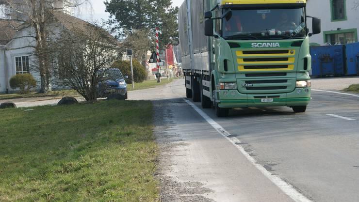 Strassenausbau im Bereich Saline bis Ortseingang Möhlin hat auch im Sinne von Velofahrern Priorität. ach