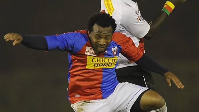 Ikechukwu Kalu (vorne) schiesst Chiasso zum Sieg.