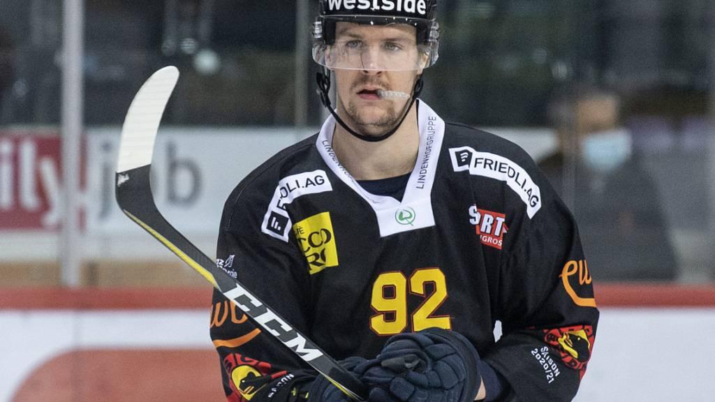 Verlängerte Zwangspause: Gaëtan Haas startete mit dem SC Bern in die Saison und muss nun warten, ehe er nach Kanada reisen kann
