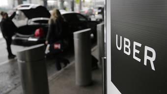 Sorgt neben seiner aggressiven Firmenkultur mit Affären und Skandalen für Schlagzeilen: der Fahrdienst Uber. (Archivbild)