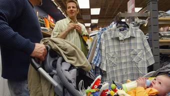 Kleider sind nach Ende des Sommerausverkaufs wieder teurer. (Symbolbild)