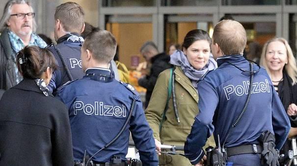 Die Kantonspolizei Zürich informiert Opfer eines Verbrechens besser als früher. Ein Studie zeigt, dass diese über den Fortlauf der Sache besser unterrichtet werden.