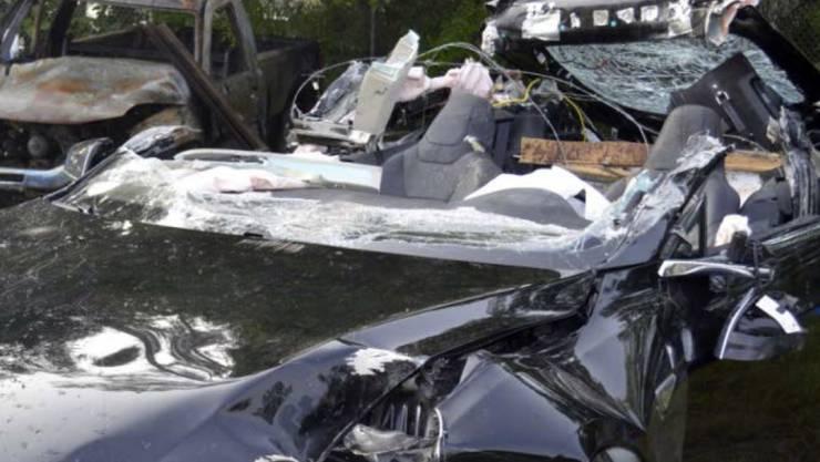 Der zerstörte Tesla S, der in den USA mit eingeschaltetem Autopilot in einen kreuzenden Lastwagen fuhr. (Archivbild)