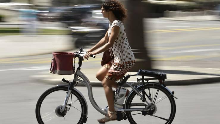 Die Verkäufe von E-Bikes sind auch im vergangenen Jahr deutlich schneller gewachsen als der gesamte Velomarkt. (Archivbild)