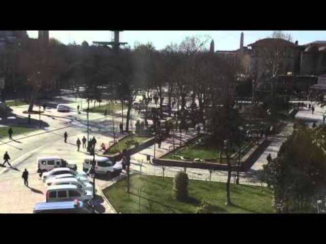 Grosses Aufgebot auf dem Sultan Ahmet Platz in Istanbul nach einer Explosion.