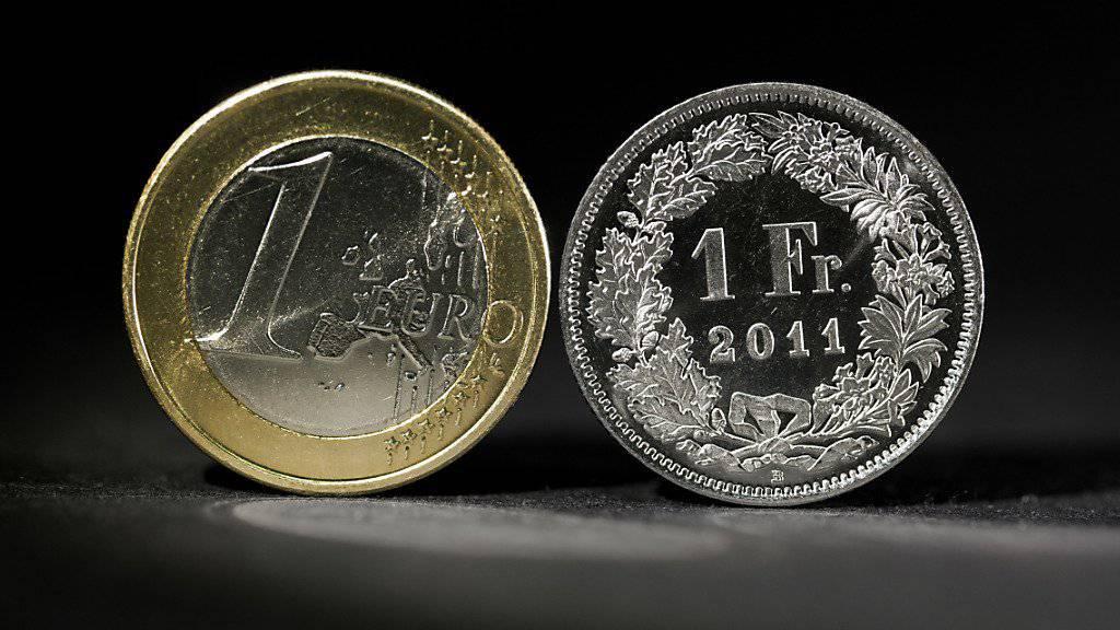 1 Franken = 1 Euro ist vorbei. Seit der Aufhebung des Mindestkurses und der darauffolgenden, raketenartigen Aufwertung des Frankens geht es für die Schweizer Währung langsam aber stetig wieder abwärts.