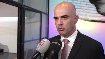 Bundesrat hält an Überbrückungsrente für ältere Arbeitslose fest – Bundesrat Alain Berset nimmt Stellung.