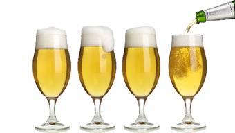 Herr und Frau Schweizer trinken im Schnitt 7,9 Liter reinen Alkohol. (Symbolbild)