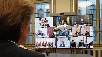Bundespräsidentin Simonetta Sommaruga bei einer Videokonferenz mit EU-Staats- und Regierungschefs.