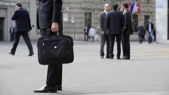 Anzug, Krawatte, Laptop: Zur Ausstattung eines Managers in der Schweiz gehört immer öfter auch eine Haftpflichtversicherung